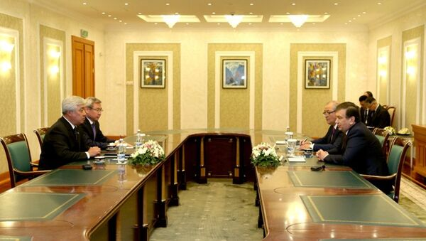 Президент РУз Шавкат Мирзиёев и глава МИД Казахстана Ерлана Идрисова - Sputnik Узбекистан