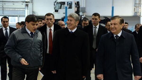 Алмазбек Атамбаев на заводе MAN в Самарканде - Sputnik Узбекистан