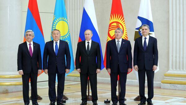 YEOII Oliy kengashi Sankt-Peterburgdagi uchrashuvi - Sputnik Oʻzbekiston