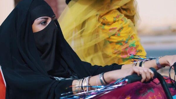 Скейт и музыка: новый клип девушек из Саудовской Аравии покорил Сеть - Sputnik Узбекистан