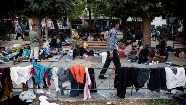 Беженцы с Ближнего Востока, в ожидании автобусов - Sputnik Узбекистан