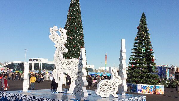 Новогодние елки на площади в Ташкенте - Sputnik Узбекистан