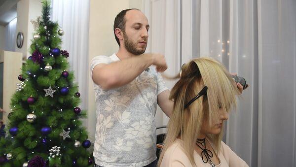 Новогоднее преображение: маникюр, укладка, макияж - Sputnik Узбекистан