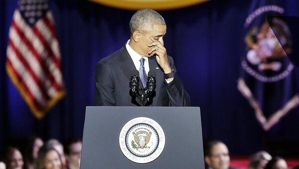 Barak Obama Chikagoda vidolashuv nutqini ijro etayotgan vaqtda - Sputnik Oʻzbekiston