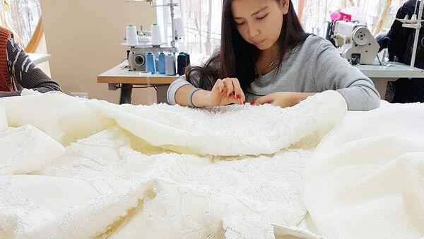 Платье, изготовленное дизайнером Шахзодой Мухаммедовой - Sputnik Узбекистан