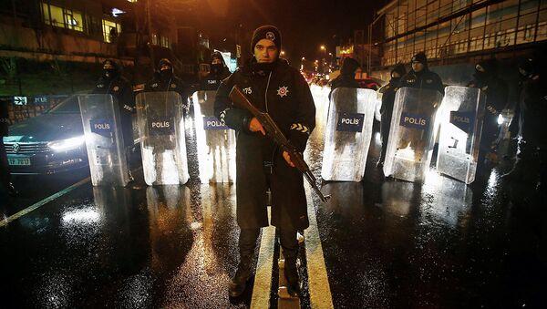 Turkiya politsiyachisi, Istanbul, terak sodir etilgan joy - Sputnik Oʻzbekiston