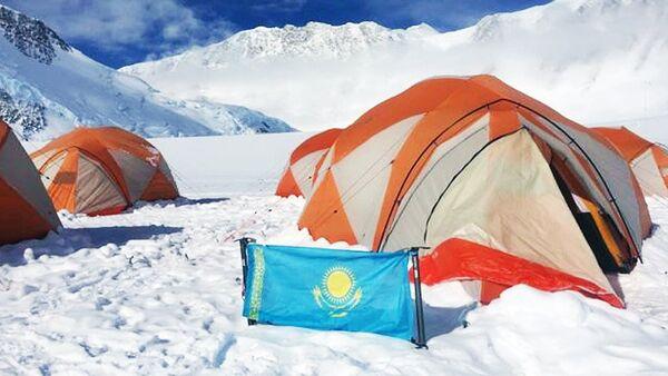 Палатки участников КазГео в Антарктиде - Sputnik Узбекистан