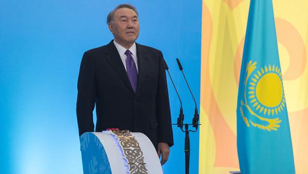 Нурсултан Назарбаев дал старт эстафете огня зимней Универсиады-2017 - Sputnik Ўзбекистон