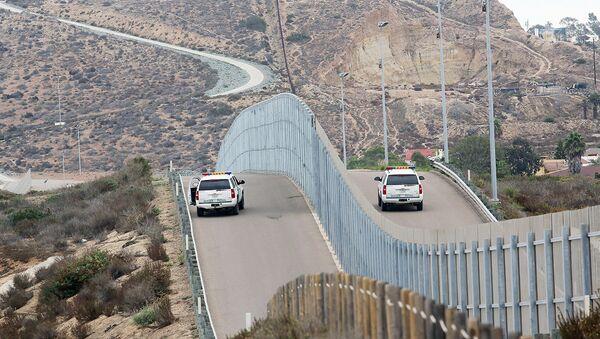 Стена на границе Мексики и США - Sputnik Ўзбекистон