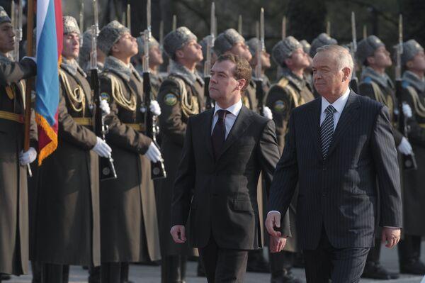 Rossiya prezidenti Dmitriy Medvedev va Oʻzbekiston prezidenti Islom Karimov rasmiy uchrashuvi - Sputnik Oʻzbekiston