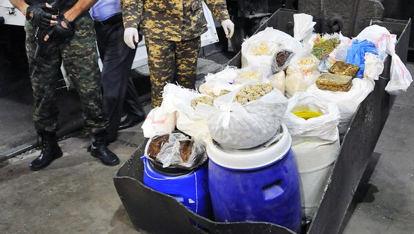 Уничтожение наркотиков сотрудниками СНБ Узбекистана на окраине Ташкента - Sputnik Ўзбекистон