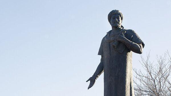 Памятник Алишеру Навои в Москве - Sputnik Узбекистан