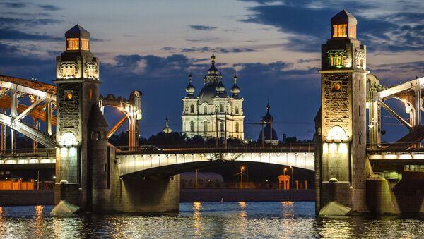 Разводка моста Петра Великого в Санкт-Петербурге - Sputnik Ўзбекистон