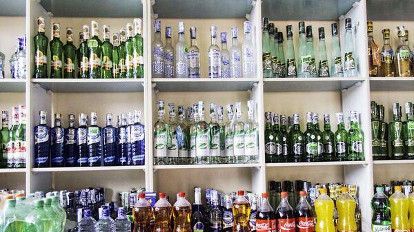 Алкогольная продукция в магазине в Узбекистане - Sputnik Узбекистан
