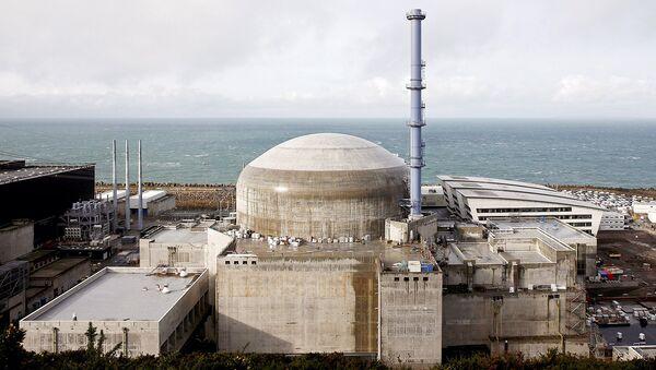 АЭС Фламанвиль во Франции - Sputnik Узбекистан