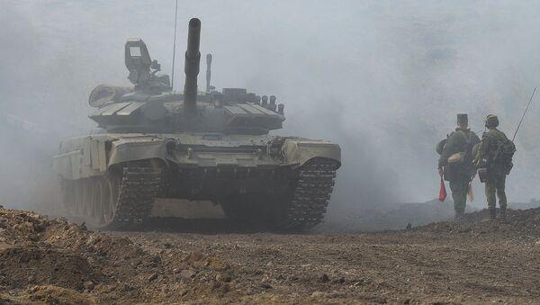 Танк Т-72 ўқув машғулотлар пайтида - Sputnik Ўзбекистон