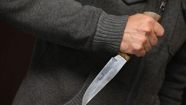 Мужчина с ножом - Sputnik Узбекистан
