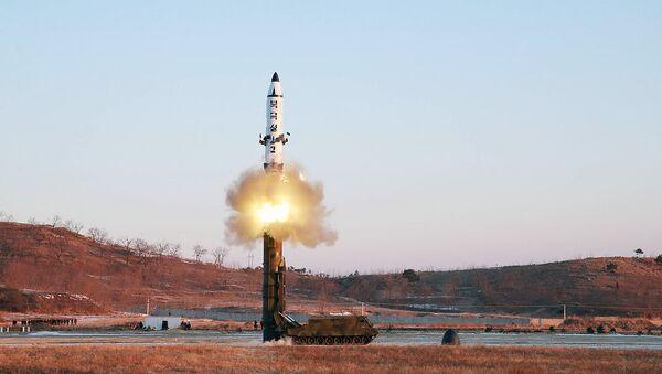 Шимолий Корея томонидан баллистик ракетанинг синовдан ўтказилиши - Sputnik Ўзбекистон