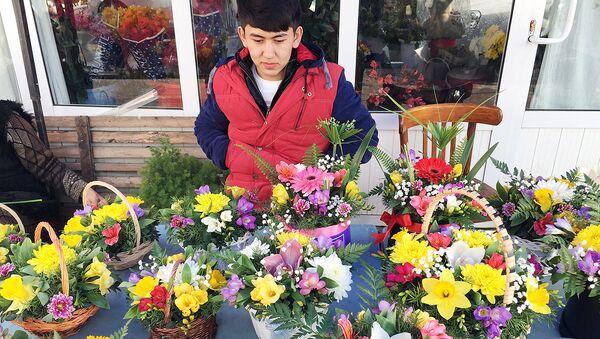Продавец цветов - Sputnik Узбекистан