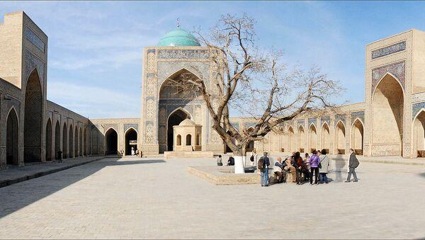 Туристы в Бухаре - Sputnik Узбекистан