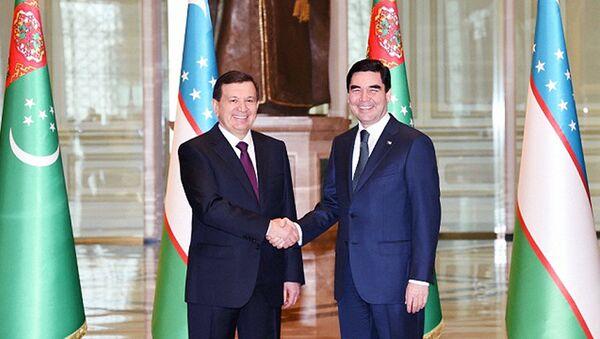 Prezident Respubliki Uzbekistan Shavkat Mirziyoyev i prezident Turkmenistana Gurbangulы Berdыmuxamedov - Sputnik Oʻzbekiston