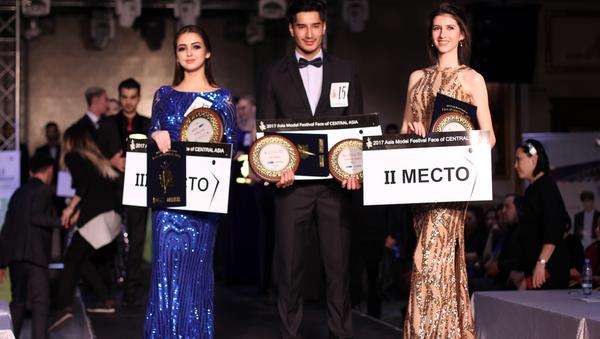 В результате всех отборочных туров победителем конкурса Face of Central Asia стал узбекистанец Шахбоз Махмудов, занявший первое место и оставив позади Аллу Экман (Кыргызстан) и Сафину Гаибову (Таджикистан) - Sputnik Ўзбекистон
