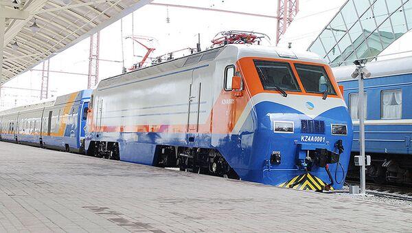 Поезд, состоящий из вагонов Тұлпар-Тальго - Sputnik Ўзбекистон
