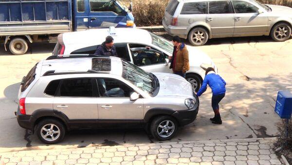 Соцэксперимент Девушке плохо — повезут ли таксисты бесплатно в больницу? - Sputnik Узбекистан