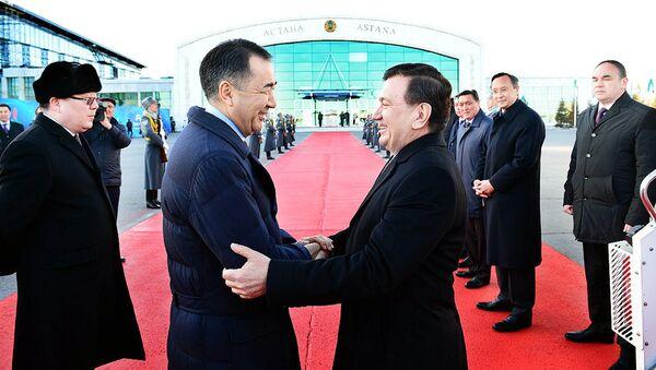 V Astanu s gosudarstvennыm vizitom pribыl Prezident Respubliki Uzbekistan SH.Mirziyeyev - Sputnik Oʻzbekiston