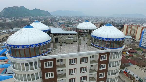На крыше многоэтажки в Оше поставили юрты — аэросъемка - Sputnik Узбекистан