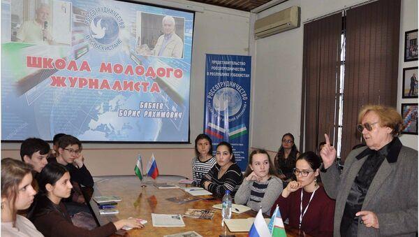 В РЦНК состоялась встреча с известным журналистом Борисом Бабаевым - Sputnik Узбекистан