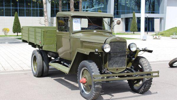 ГАЗ-ММ (полуторка) на выставке ретро-автомобилей в Узэкспоцентре - Sputnik Ўзбекистон