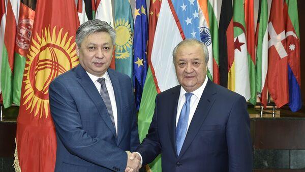 Встреча Абдулазиза Камилова с министром иностранных дел Кыргызстана Эрланом Абдылдаевым - Sputnik Узбекистан