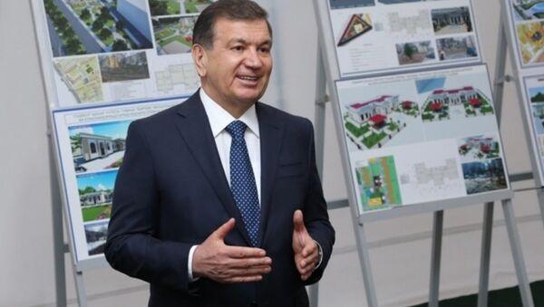 Shavkat Mirziyoyev vo vremya vizita v Chilanzarskiy rayon Tashkenta - Sputnik Oʻzbekiston