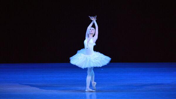 Прима-балерина Мариинского театра Диана Вишнева на сцене театра им. Алишера Навои - Sputnik Узбекистан