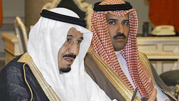 Salman ben Abdel Aziz Al Saud i yego sыn Feysal ben Salman ben Abdel Aziz Al Saud (sleva napravo) - Sputnik Oʻzbekiston