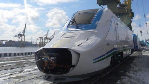 Высокоскоростной испанский поезд TALGO-250 для Узбекской железной дороги - Sputnik Узбекистан