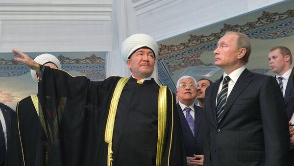 Prezident V. Putin Moskva jome' masjidi ochilish marosimida qatnashdi - Sputnik Oʻzbekiston