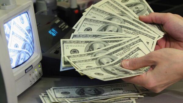 Проверка долларов на подлинность - Sputnik Ўзбекистон
