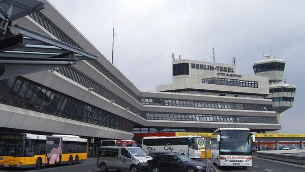 Главный терминал международного аэропорта Тегель - Sputnik Узбекистан