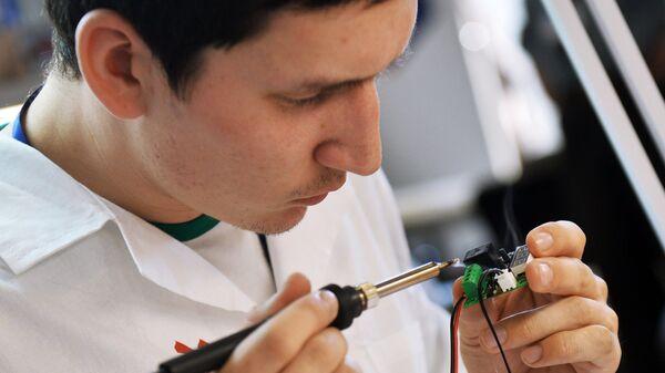 Rabota v laboratorii po standartizatsii elektroniki  - Sputnik Oʻzbekiston