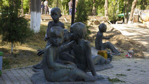 Montaj monumenta Drujba narodov v novom meste - Sputnik Oʻzbekiston