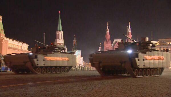 Кадры ночной репетиции парада Победы в Москве - Sputnik Ўзбекистон