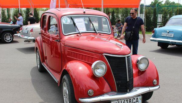 Автомобиль STANDART  на выставке ретро автомобилей в Ташкенте - Sputnik Ўзбекистон