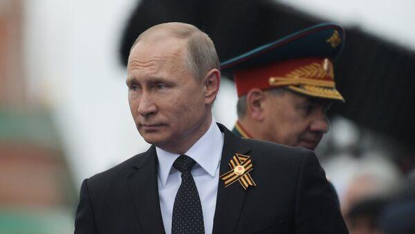 Prezident RF V.Putin i premyer-ministr RF D.Medvedev na voyennom parade v chest 72-y godovщinы Pobedы v VOV - Sputnik Oʻzbekiston