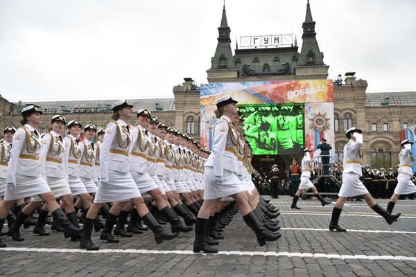 Военный парад, посвященный 72-й годовщине Победы в ВОВ - Sputnik Узбекистан
