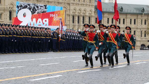 Военнослужащие во время военного парада в Москве, посвящённого 72-й годовщине Победы в Великой Отечественной войне 1941-1945 годов - Sputnik Ўзбекистон
