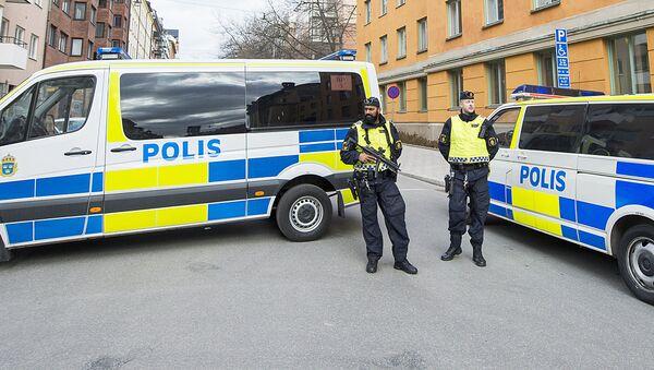Полицейские микроавтобусы в Стокгольме - Sputnik Узбекистан