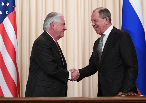 Глава МИД России Сергей Лавров и госсекретарь США Рекс Тиллерсон - Sputnik Узбекистан