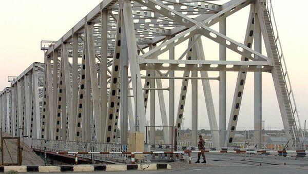 Most cherez reku Amudaryu na granitse Uzbekistana i Afganistana - Sputnik Oʻzbekiston
